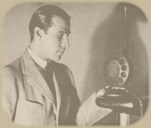 Rudolph Valentino posing at Radio WSB in Atlanta, June 1923